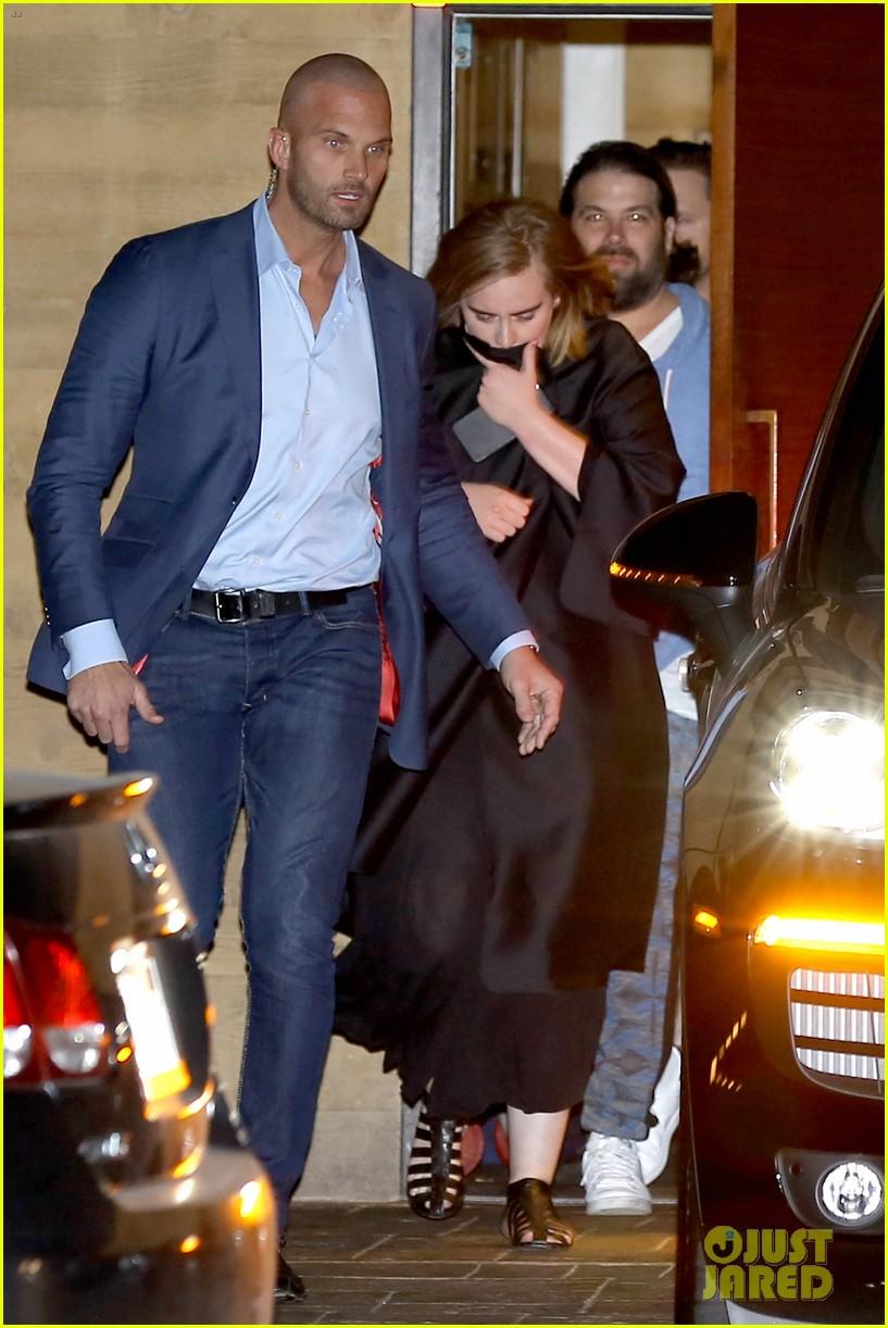Adele Amp Boyfriend Simon Konecki Grab Dinner In Malibu