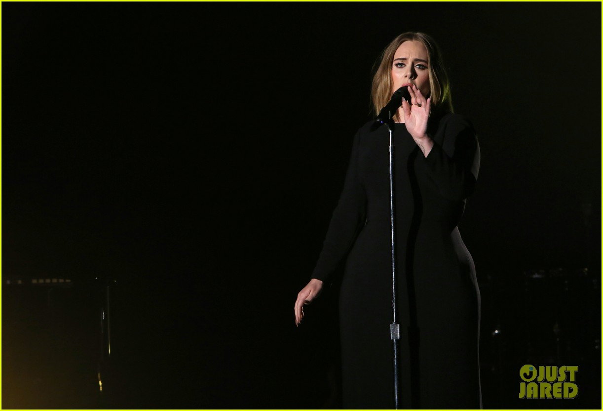 adele sings when we were young on ellen 043583033