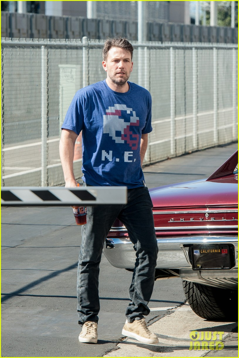 ben affleck casual coffee run 033585017
