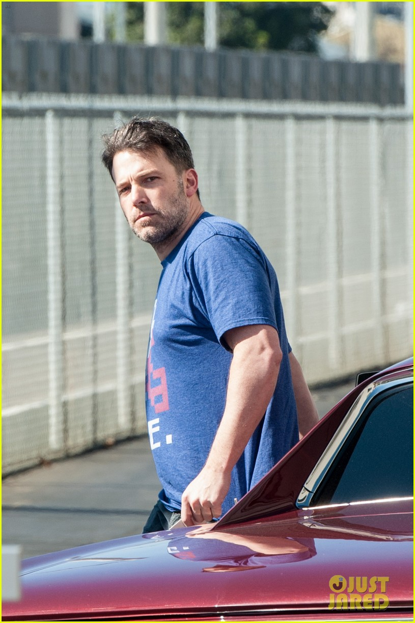 ben affleck casual coffee run 093585023
