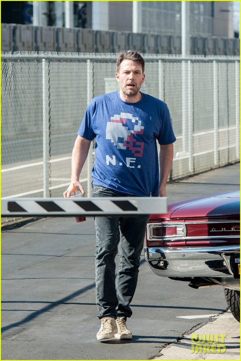 ben affleck casual coffee run 173585031