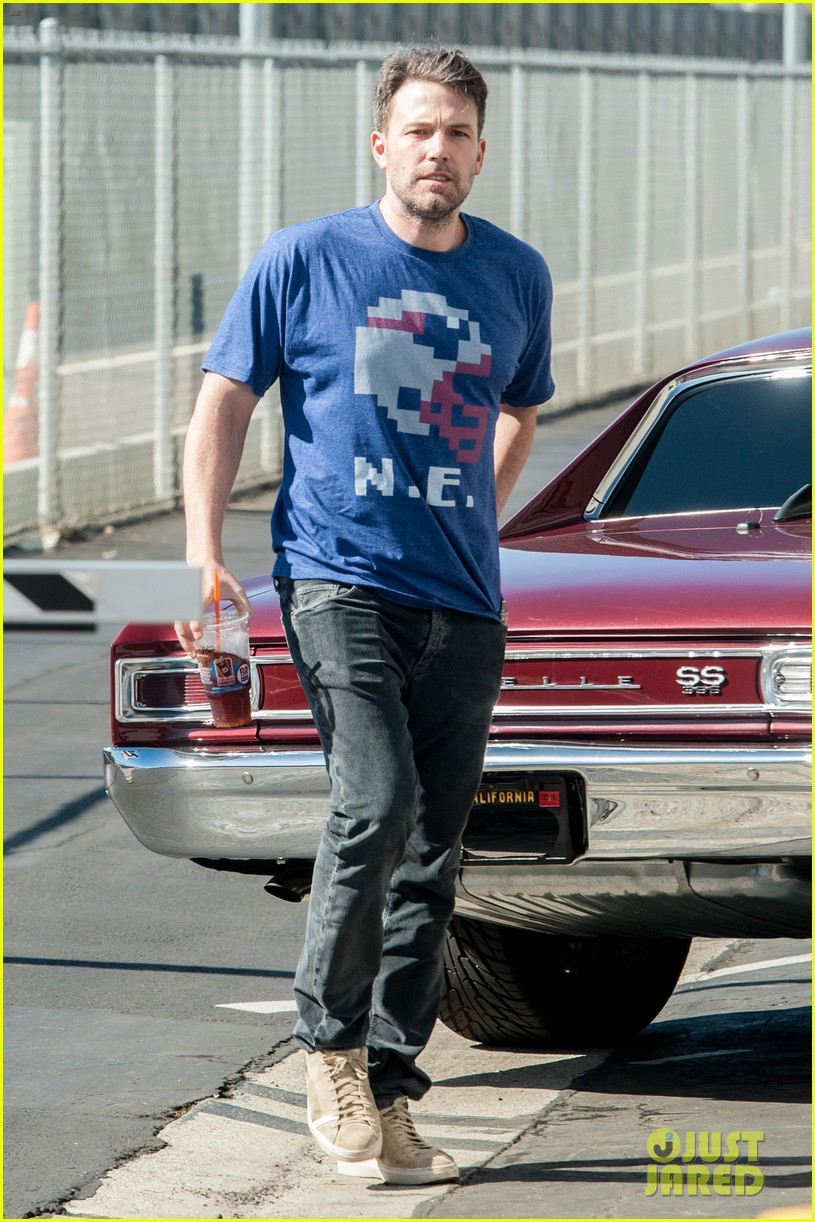 ben affleck casual coffee run 193585033