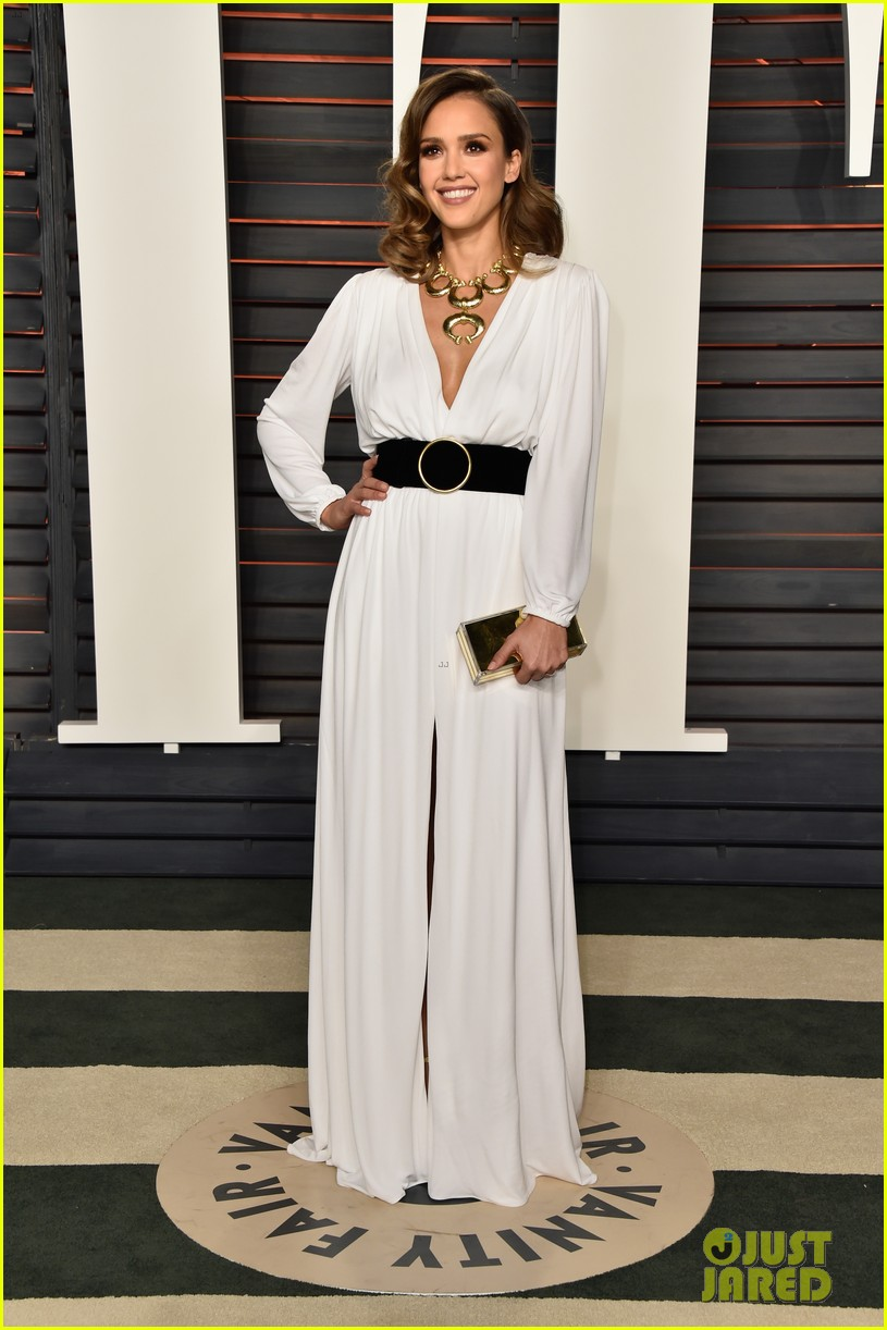 4dd22048676 Jessica Alba is White Hot at Vanity Fair Oscar Party  Photo 3592399 ...