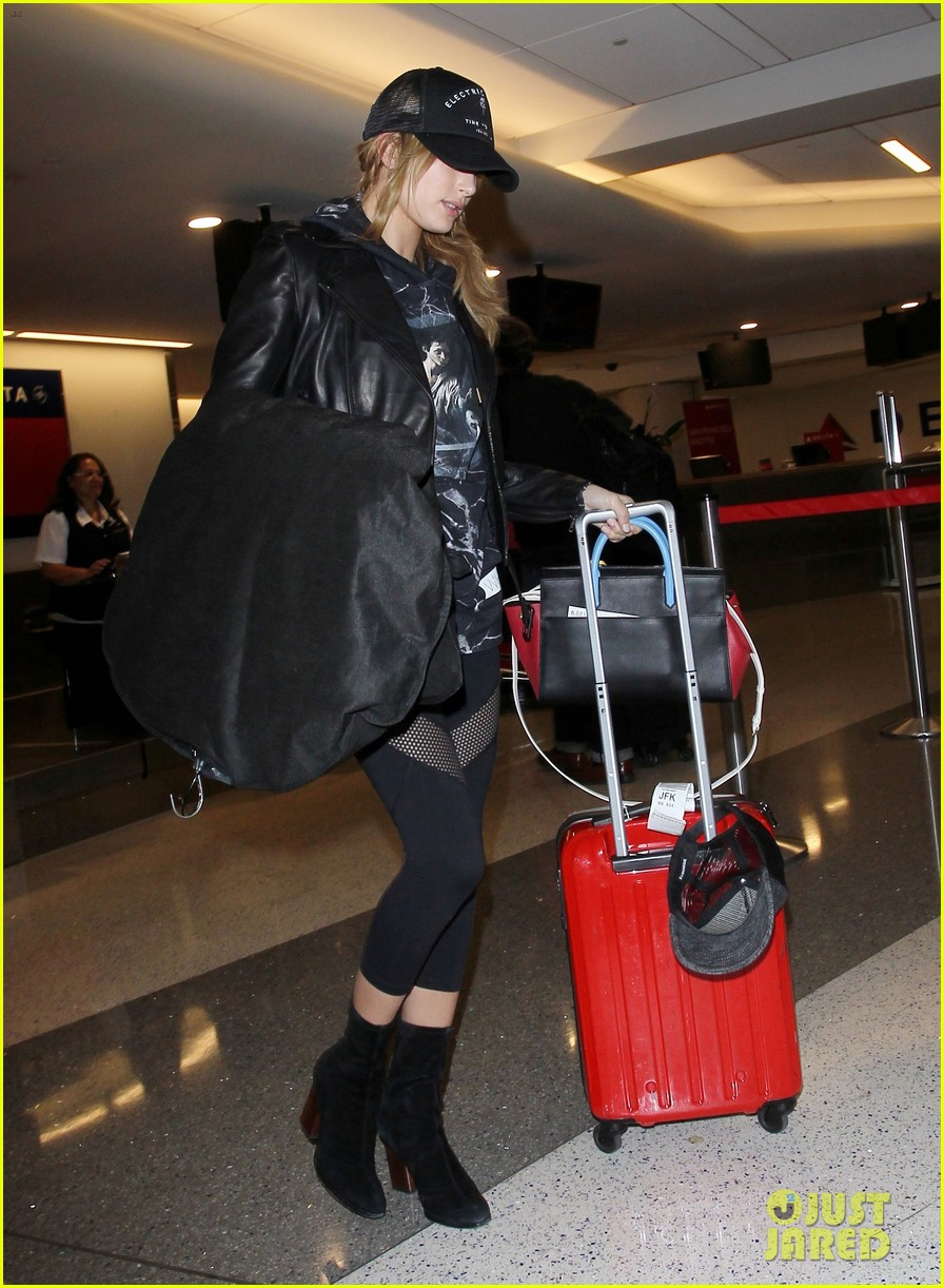 hailey baldwin pushes red carry on thru lax 033587037
