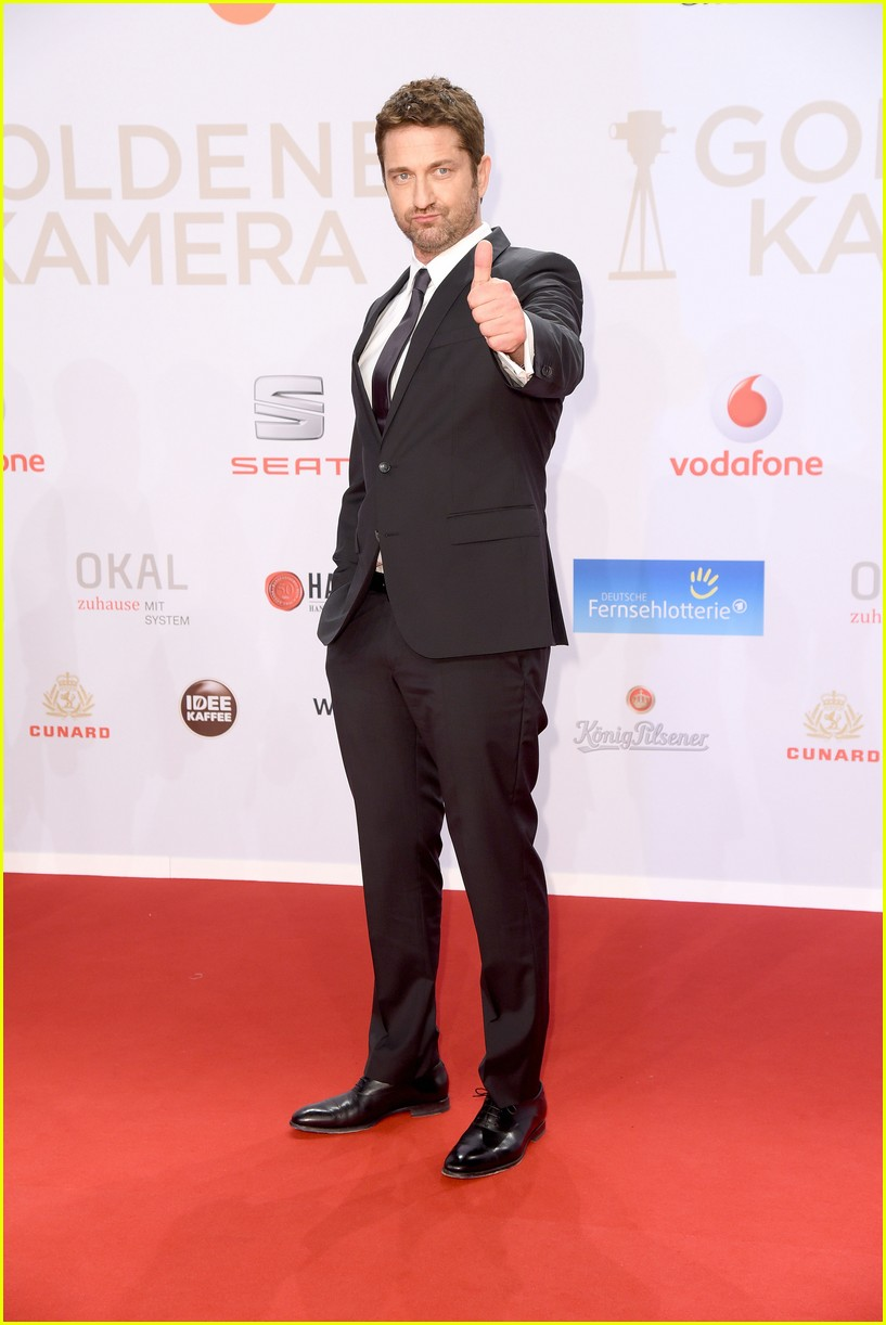 Gerard Butler & Julianne Moore Win International Acting ... Gerard Butler 2016
