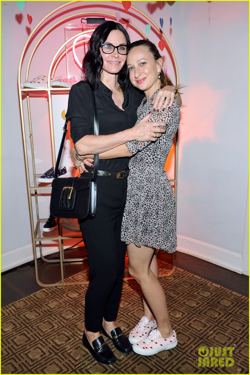 courteney cox kate hudson demi moore help jennifer meyer celebrate superga xo 223573877
