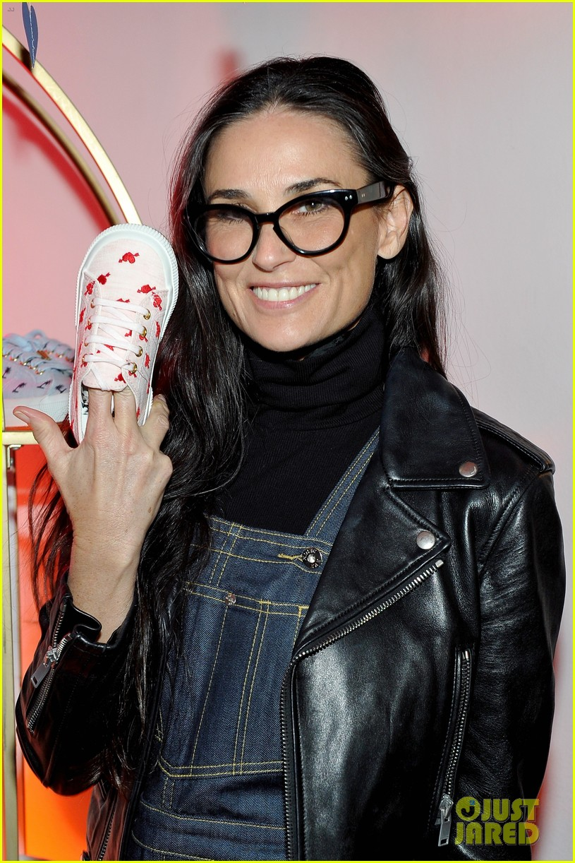 courteney cox kate hudson demi moore help jennifer meyer celebrate superga xo 303573885