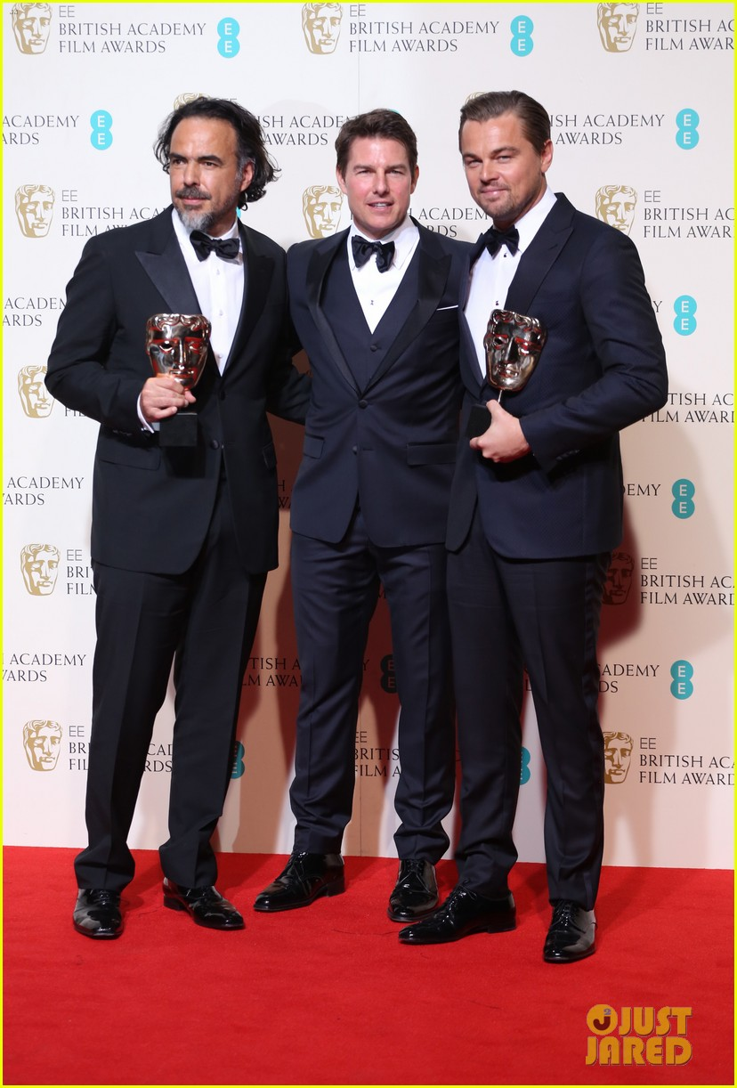 tom cruise congratulates leonardo dicaprio at baftas 2016 153578698