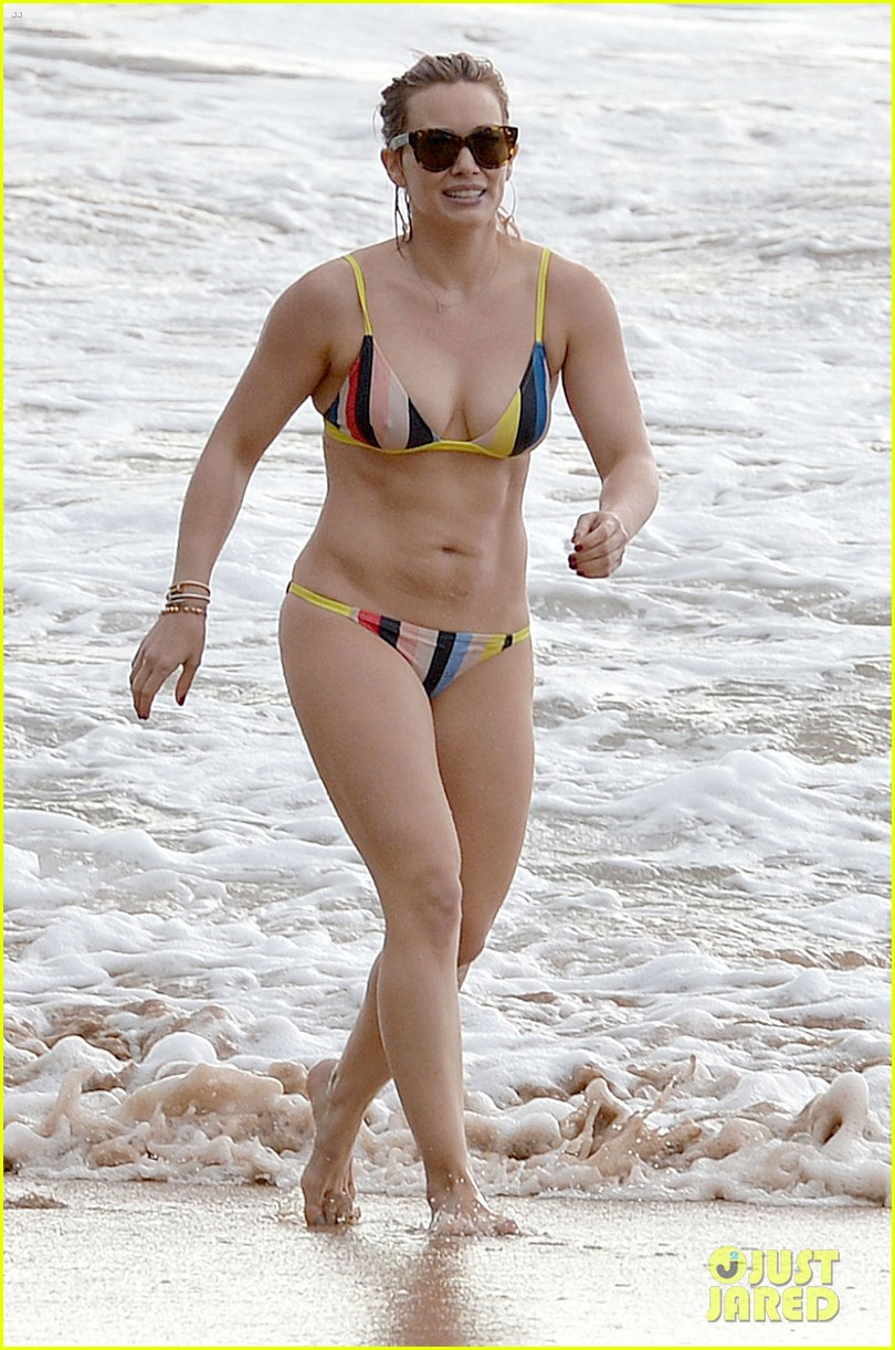 Hilary Duff Shows Off Amazing Body In A Bikini In Hawaii Photo 3569212 Bikini Hilary Duff