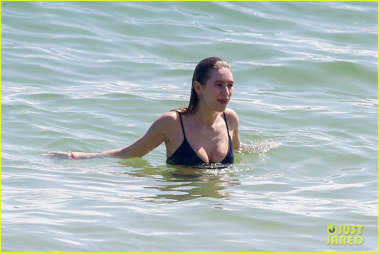Dylan Penn in Bikini on the beach in Hawaii Pic 6 of 35