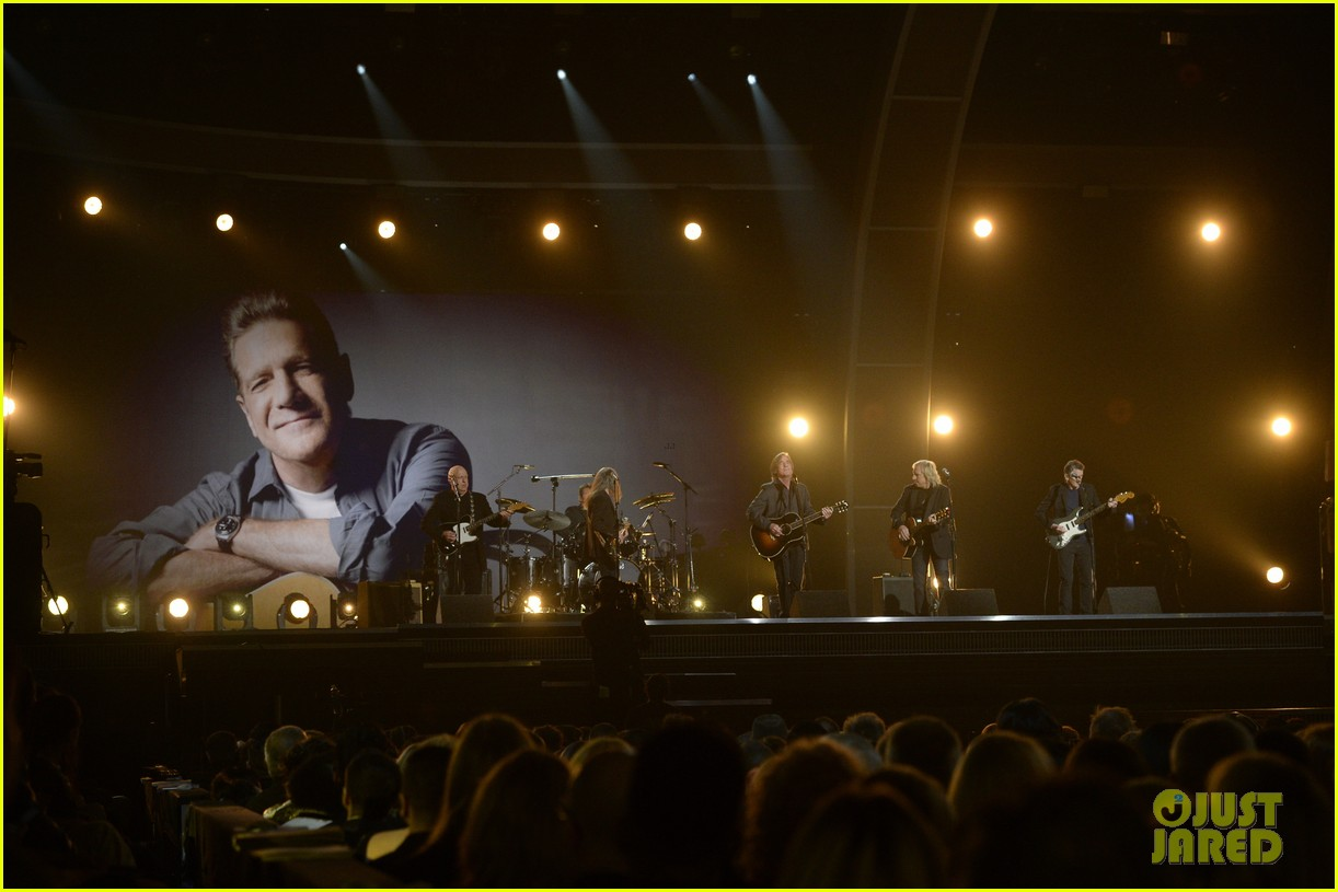 the eagles 2016 grammys glenn frey tribute 113579831