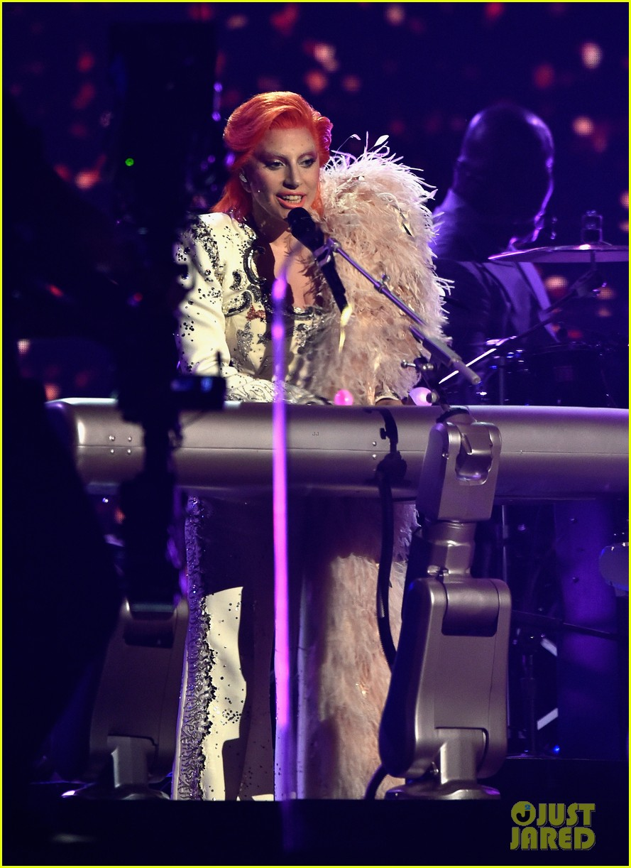 lady gaga performs david bowie tribute at grammys 2016 073579994