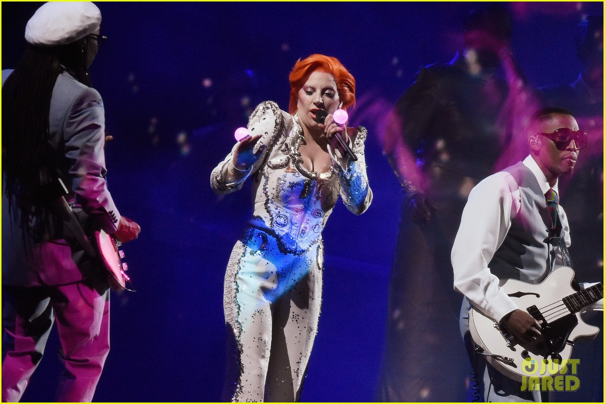 lady gaga performs david bowie tribute at grammys 2016 103579997