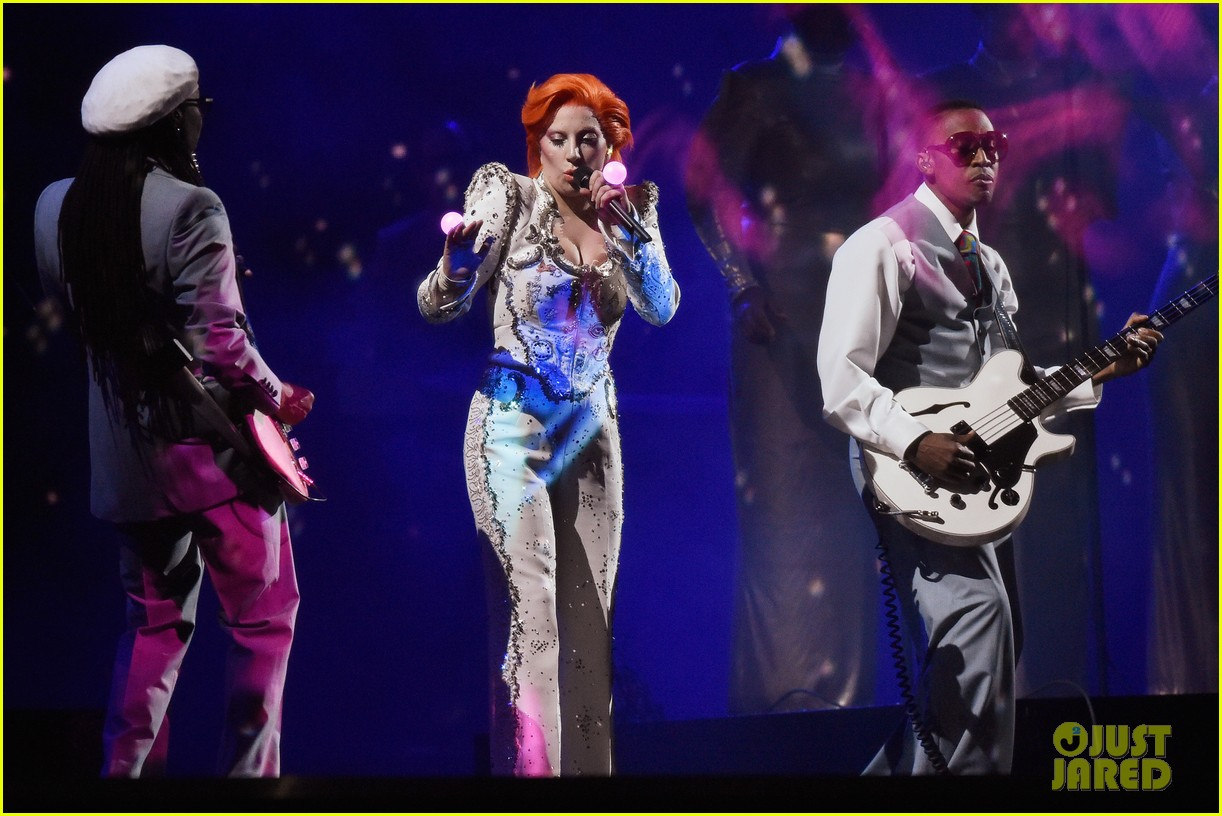 lady gaga performs david bowie tribute at grammys 2016 113579998