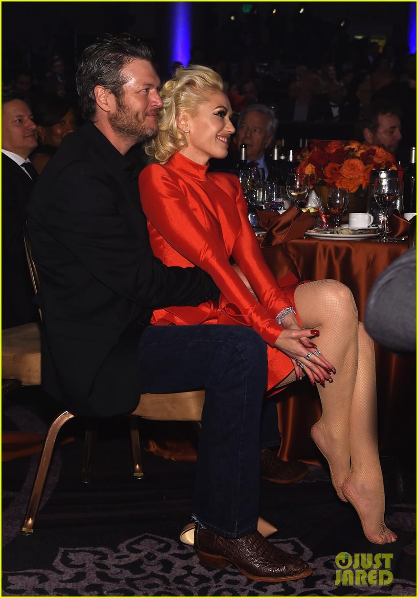 Gwen Stefani Sits in Blake Shelton's Lap at Clive Davis ...