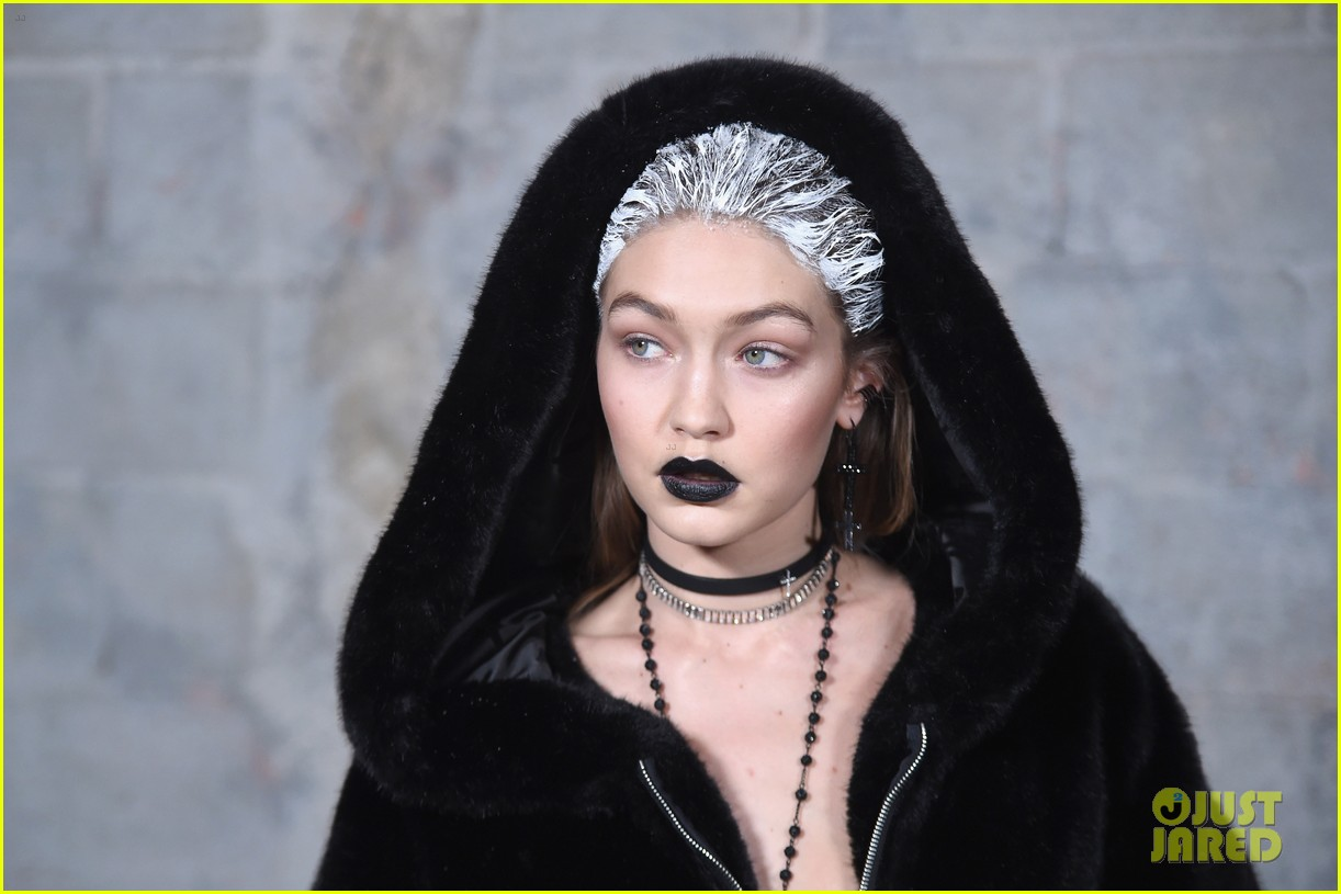 Bella Gigi Hadid Dye Hair White For Rihanna S Puma Fashion Show At