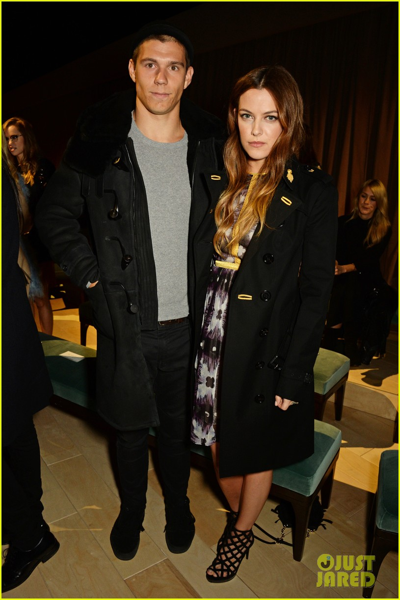 nicholas hoult brings sister rosanna to burberry womenswear fashion show 013585849