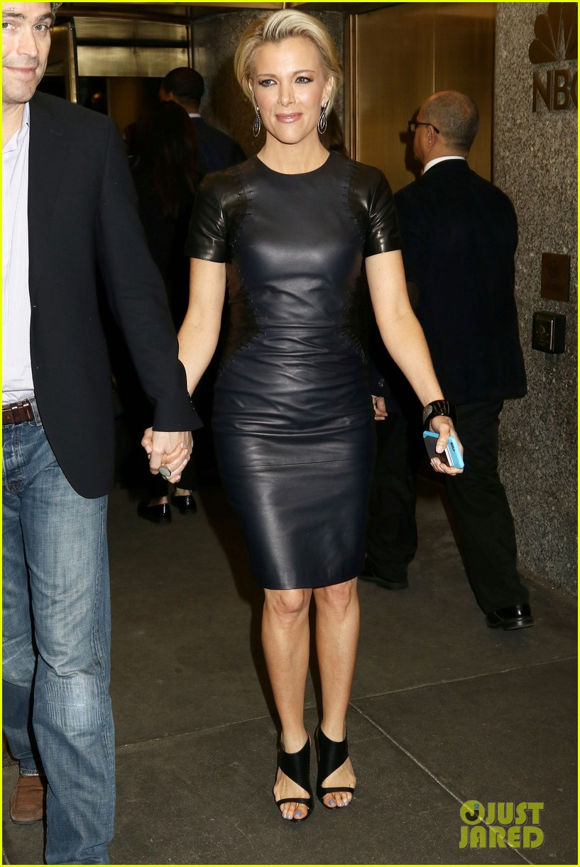 Full Sized Photo Of Megyn Kelly Holds Hands With Husband