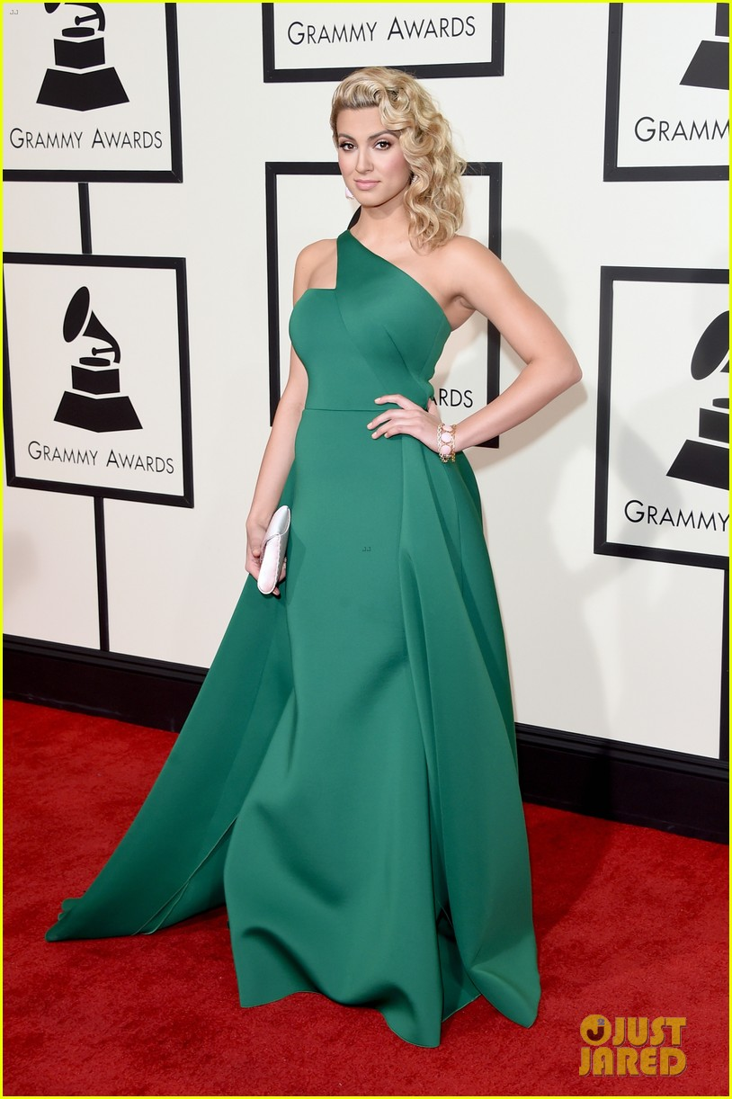 Tori Kelly Looks Like A Green Goddess At Grammys 2016