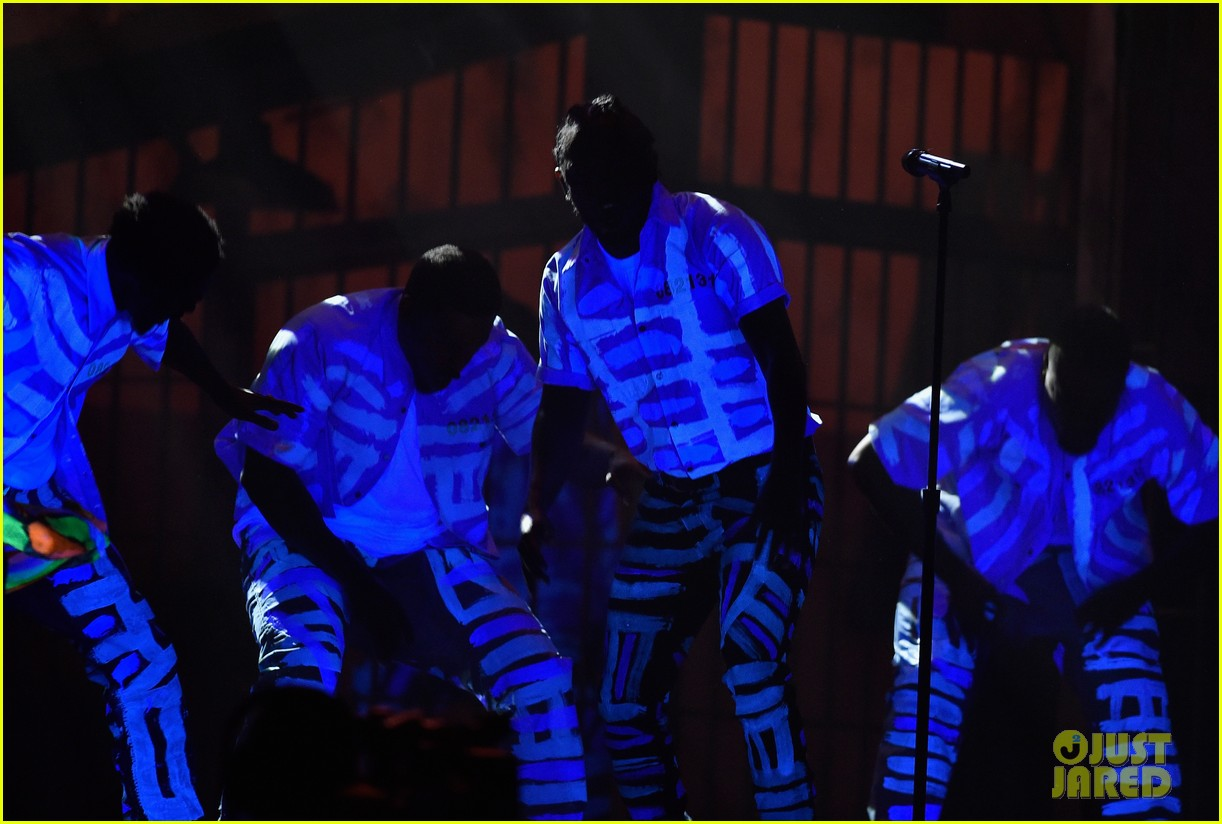 Kendrick Lamar's Grammys 2016 Performance: Photo 3579855 ...