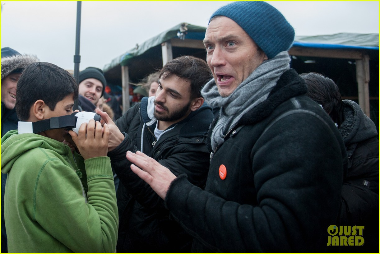 Jude Law Visits Jungle Refugee Camp in France: Photo 3585964 | Jude
