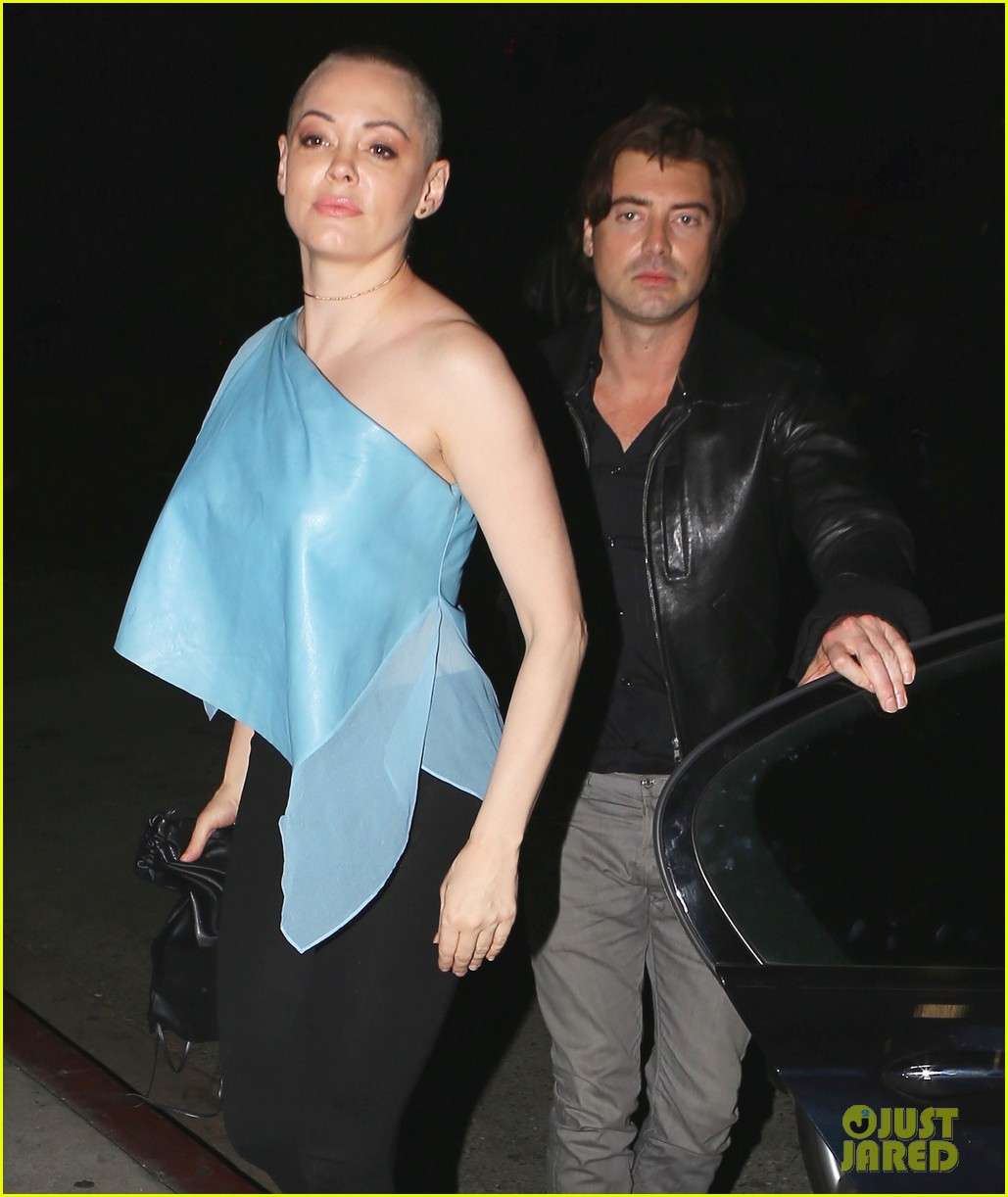 rose mcgowan hangs with pal victor kubicek after split news 023575870