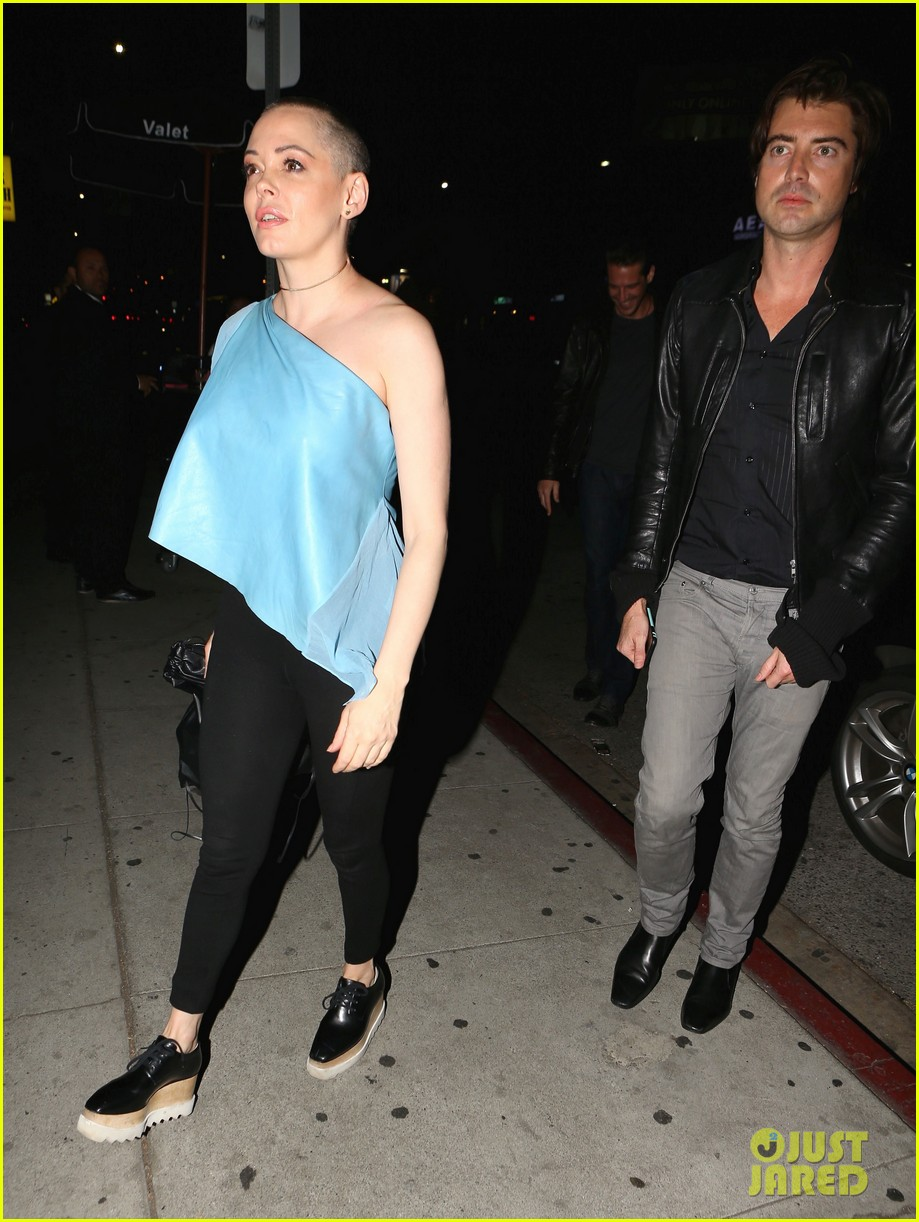 rose mcgowan hangs with pal victor kubicek after split news 093575877