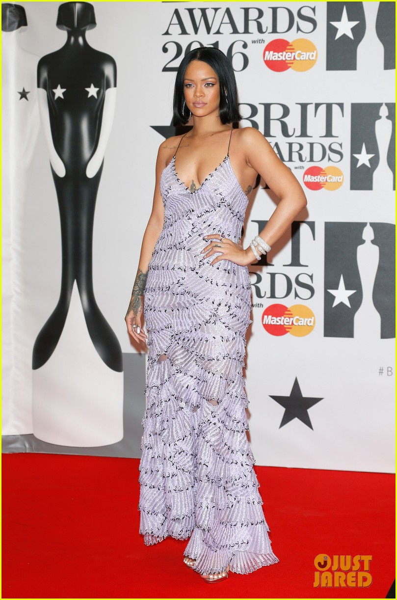 Rihanna Walks the Red Carpet at BRIT Awards 2016!: Photo ...