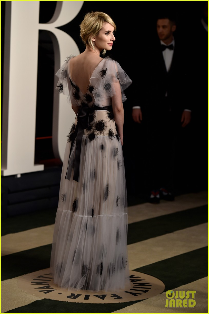 Emma Roberts Arrives In Style For Oscars 2016 Vanity Fair Party Photo 3593743 2016 Oscars 2016 Oscars Parties Ellie Bamber Emma Roberts Oscars Zoey Deutch Pictures Just Jared