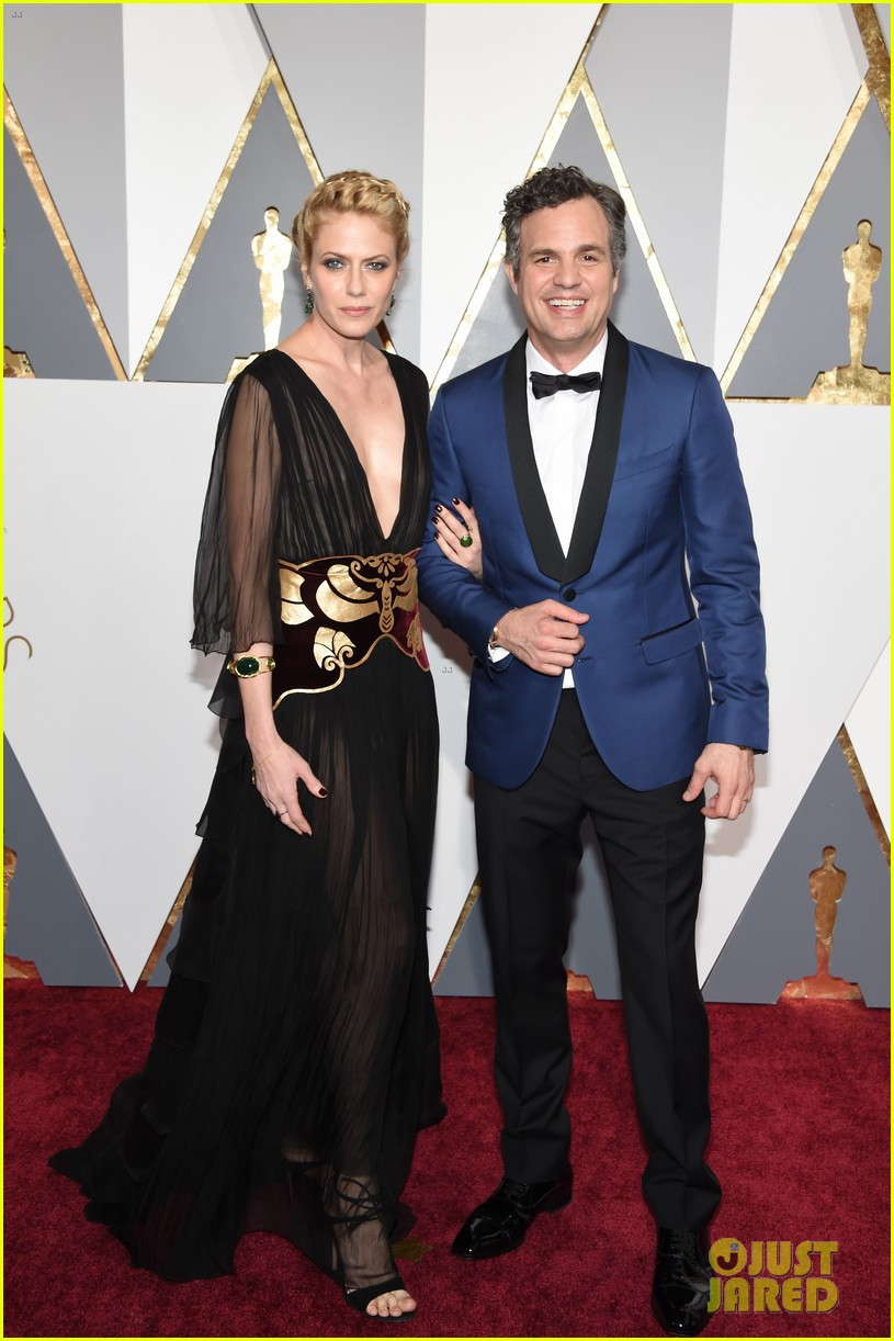 mark ruffalo hits oscars 2016 red carpet after attending sexual abuse protest 013592318