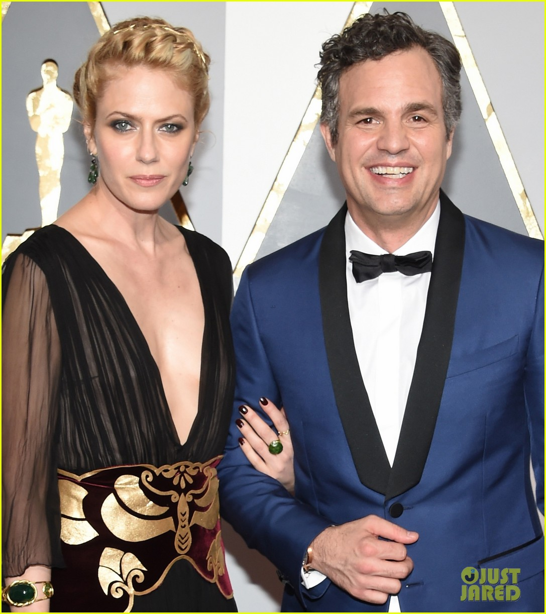 mark ruffalo hits oscars 2016 red carpet after attending sexual abuse protest 023592319