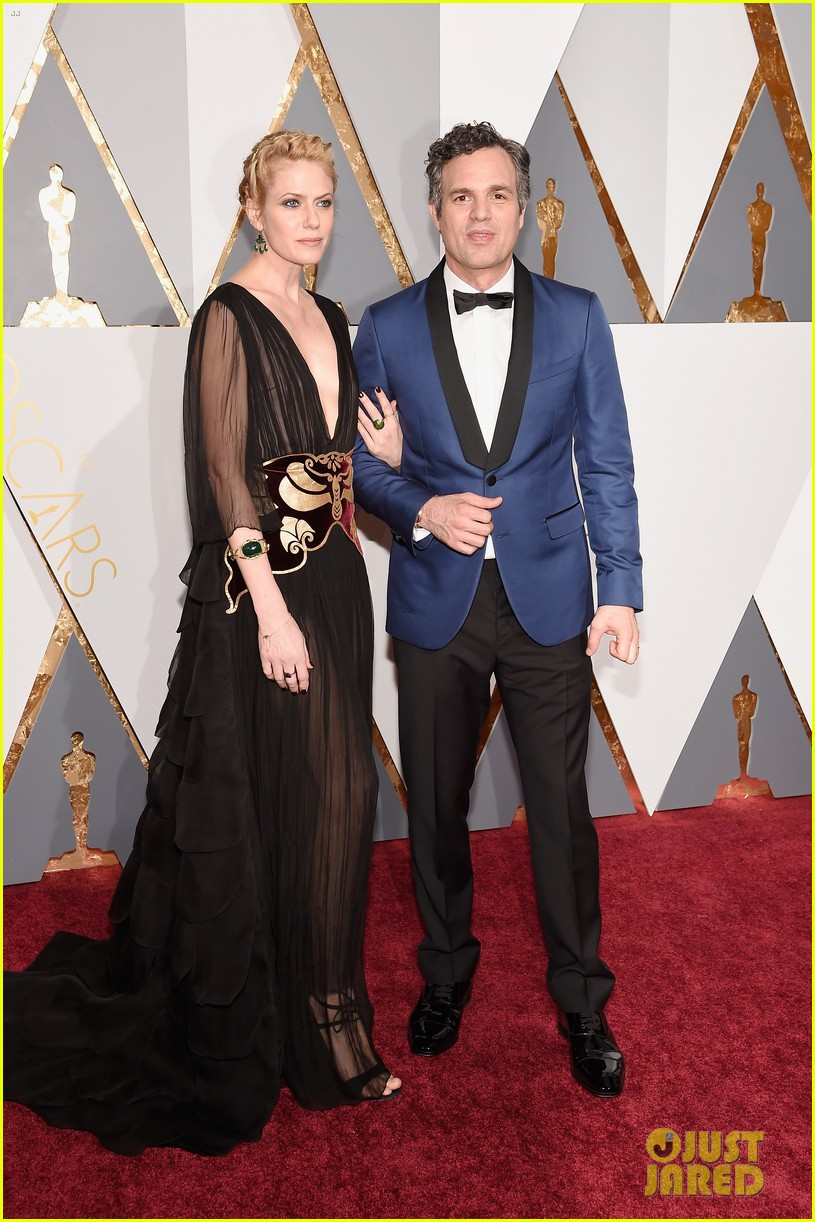 mark ruffalo hits oscars 2016 red carpet after attending sexual abuse protest 033592320