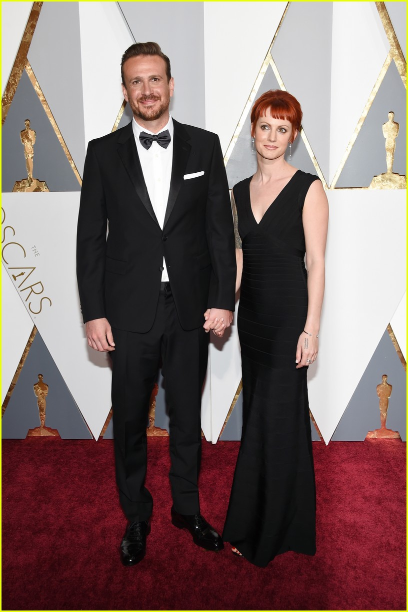 Jason Segel Arrives at Oscars 2016 With Girlfriend Alexis ...
