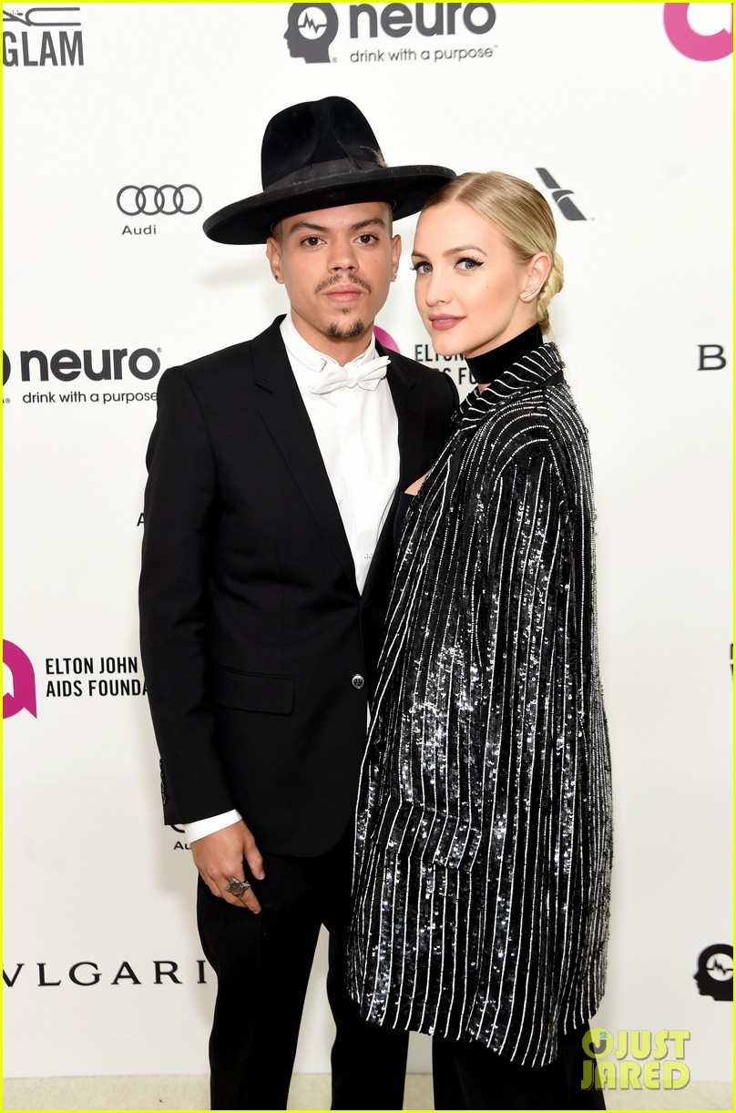 ashlee simpson evan ross couple up at elton johns oscar party 123593344