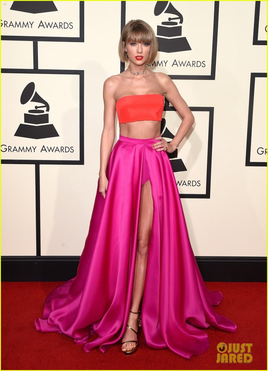 Taylor Swift Blasts Kanye West In Grammys 2016 Acceptance Speech Video Photo 3580083 2016 Grammys Grammys Taylor Swift Pictures Just Jared