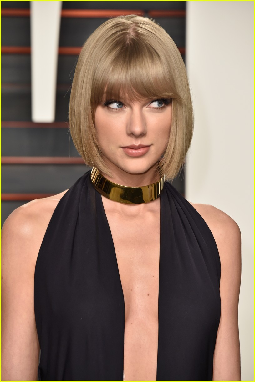 Taylor Swift Is Chic in Head to Toe Black at Vanity Fair ...