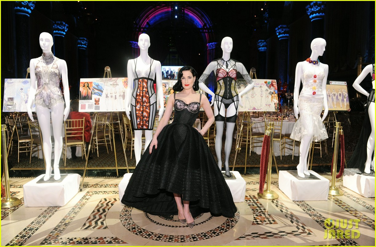 e994e54a30c Dita Von Teese Puts On Her Best To Host Femmy Awards 2016!  Photo ...