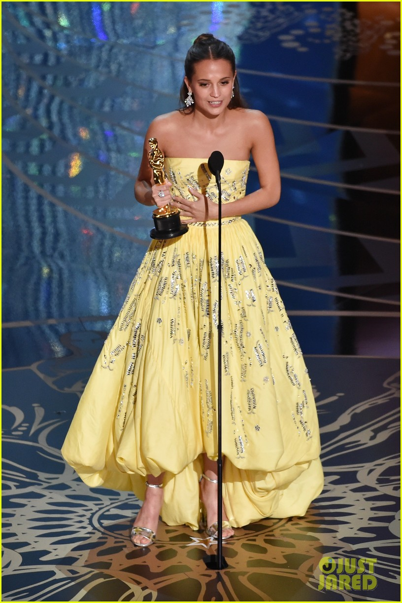 alicia vikander wins best supporting actress at oscars 2016 013592430