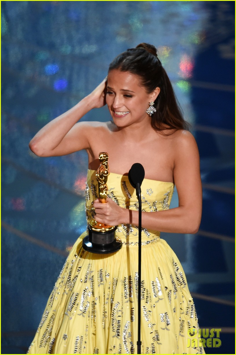 Alicia Vikander Wins Best Supporting Actress at Oscars 2016!: Photo