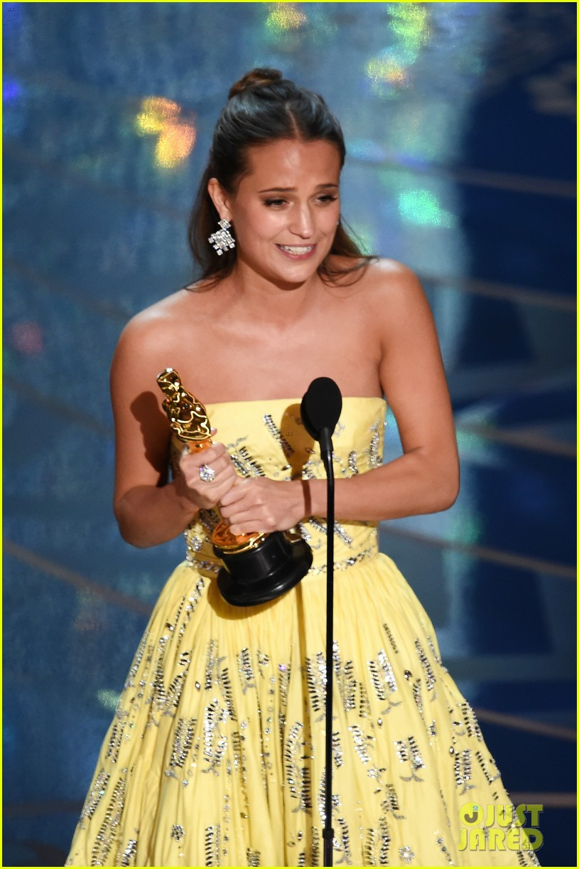 alicia vikander wins best supporting actress at oscars 2016 043592433