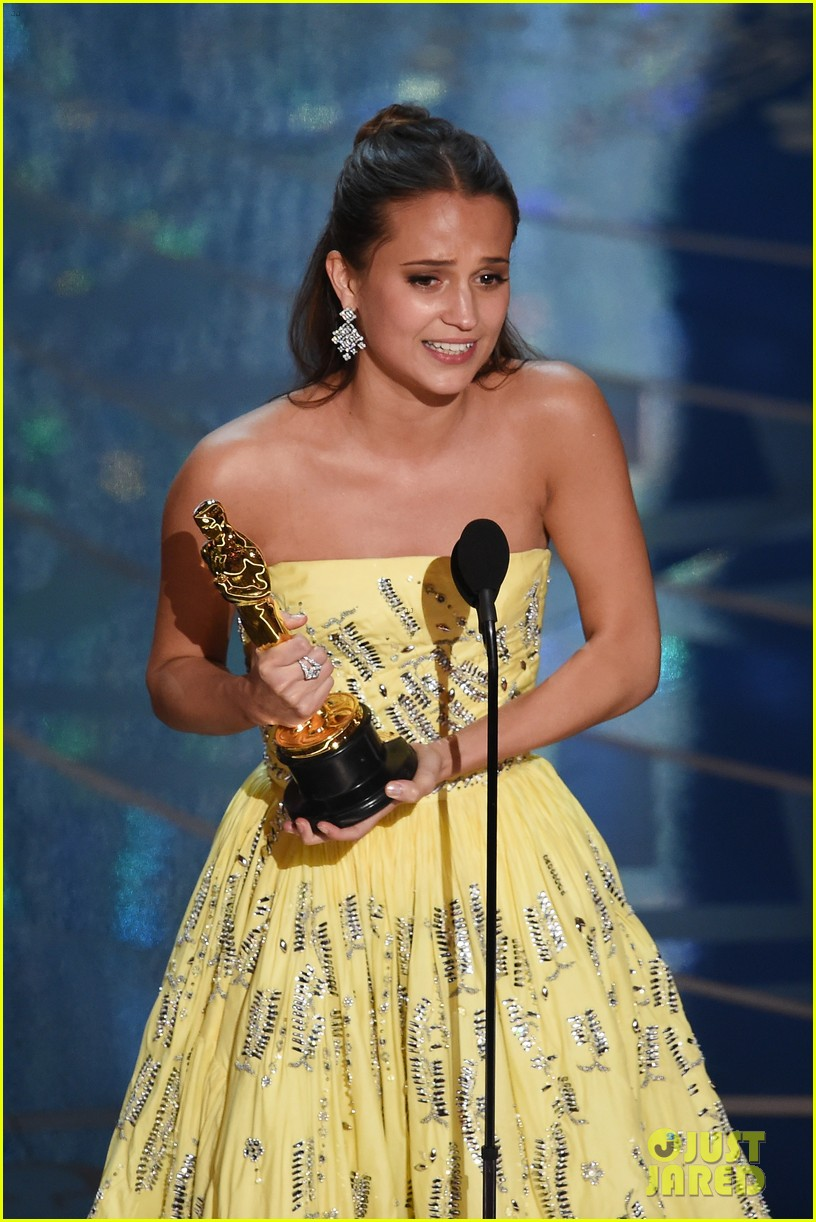 alicia vikander wins best supporting actress at oscars 2016 063592435