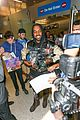 kanye west breaks up paparazzi fight at lax 17