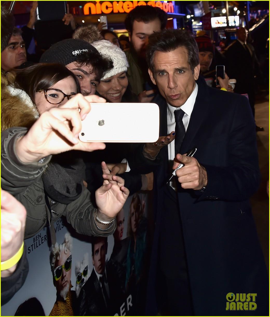 Ben Stiller Sets Longest Selfie Stick Record At Zoolander 2