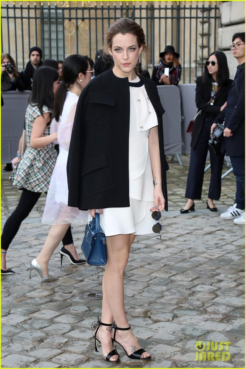 jessica alba riley keough dior fashion show 253597350