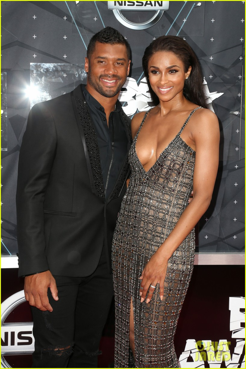 ciara is engaged to russell wilson 043603267