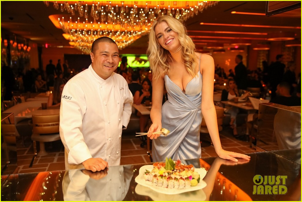 hailey clauson celebrates her 21st birthday in las vegas 043605639