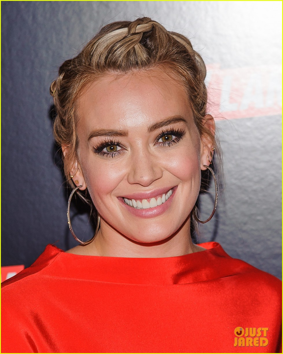 hilary duff joins younger cast at tv land upfront 2016 093597597