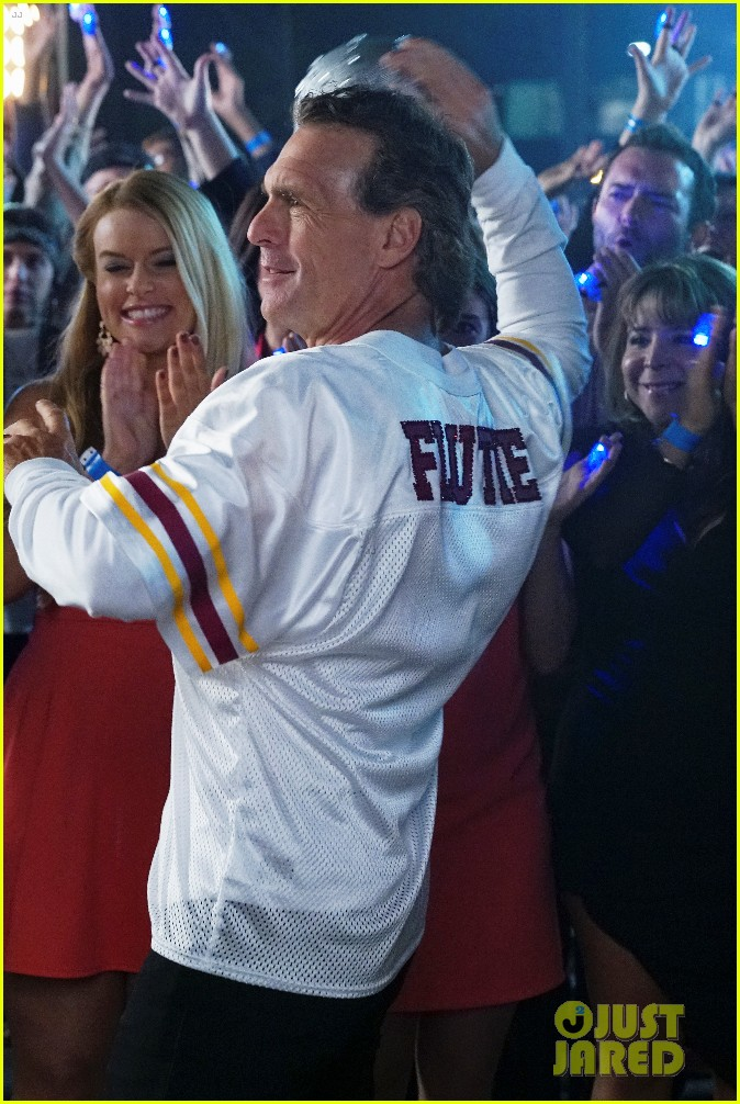 doug flutie looks ripped ahead of dwts premiere 093609365