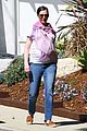 anne hathaway pink scarf baby bump 05