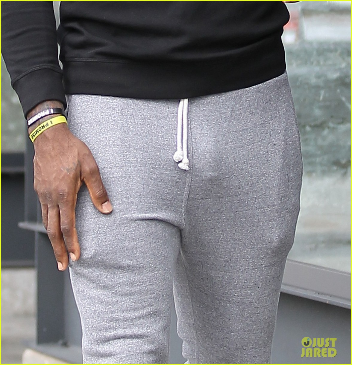 Too-large bulge in crotch leads to airport arrest - SFGate